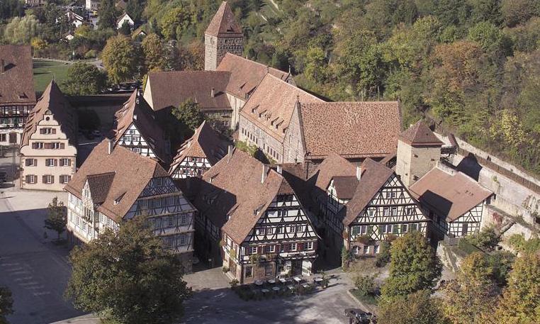 Luftaufnahme der Wirtschaftsgebäude des Klosters Maulbronn; Foto: Staatliche Schlösser und Gärten Baden-Württemberg, Arnim Weischer
